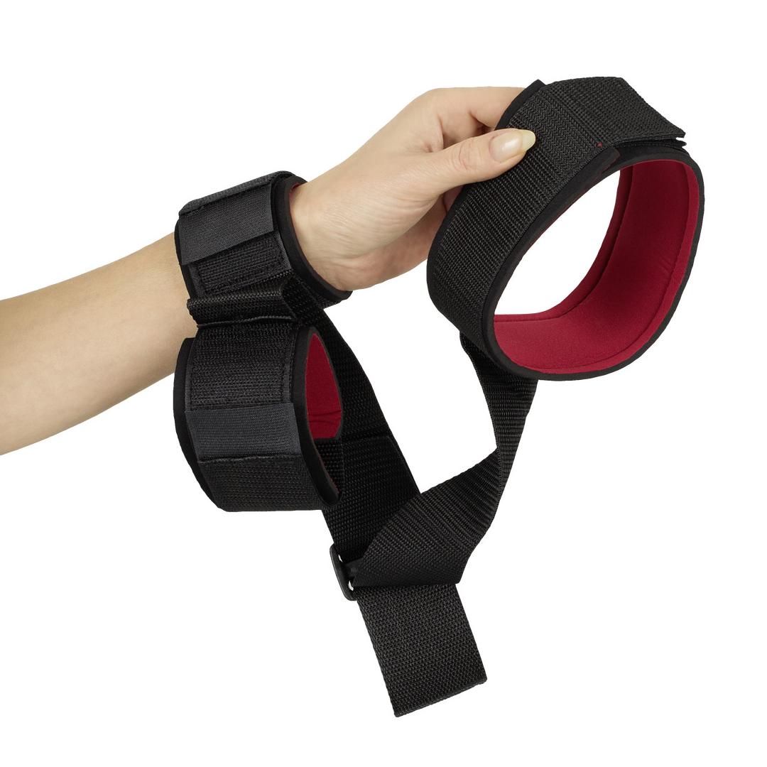 Pouta na ruce vedená od krku přes záda - Fessel
